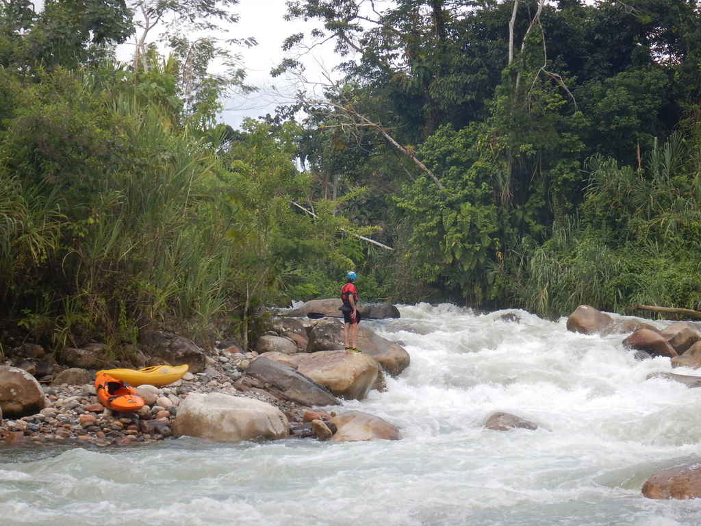 Island Rapid on the Rio Misahualli - El Reten